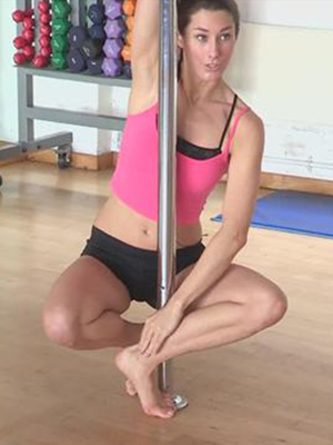 How to Do Corkscrew Spins in Pole Dancing